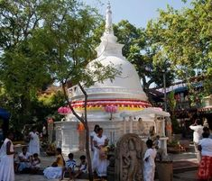 Discover Isipathanaramaya Temple in Colombo, Sri Lanka: This peaceful sanctuary is one of the oldest Buddhist temples in Colombo. Buddhist Temple, Sri Lanka, Taj Mahal, Destinations, Places To Visit, Old Things, Fair Grounds, Statue, Building