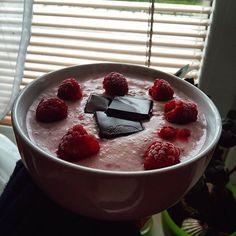 Carbs UP ✔ #proteinoatmeal #raspberries #coconutmilk #darkchocolate 🍫👌 #morningmash #gutenmorgen #ránečko ❤ #doma #homeishome #foodlover #healthy #morning #sweetbreakfast #foodporn #meinthekitchen #vkuchyni #dnesjem #iifym #carbs #carbsup #lifestyle #fitnesslife #haveaniceday #morningchill  Yummery - best recipes. Follow Us! #foodporn