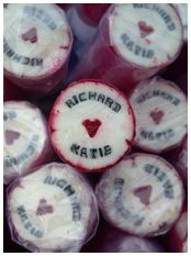 Personalised Wedding Rock Favours, Wedding Confectionery & Place Settings - The Rock People - very Pompey! Wedding Favour Sweets, Indian Wedding Favors, Candy Wedding Favors, Wedding Favors For Guests, Beach Wedding Favors, Wedding Favor Boxes, Unique Wedding Favors, Trendy Wedding, Wedding Ideas