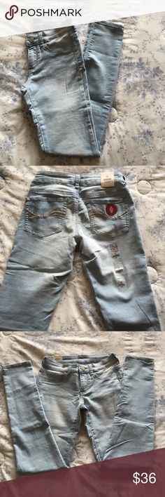 NWT. SO light wash jegging Never worn NWT SO Pants Skinny