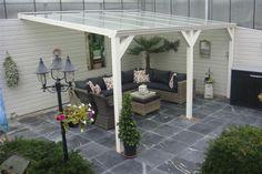 Bekijk de foto van mijnspeeltuin met als titel mooie terras tegels en overkapping en andere inspirerende plaatjes op Welke.nl.