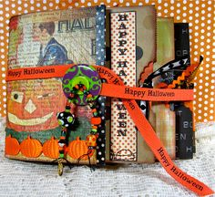 Halloween pb Album Retro Halloween, Halloween Mini Albums, Halloween Scrapbook, Halloween Cards, Scrapbooking Album, Paper Bag Scrapbook, Scrapbook Journal, Mini Scrapbook Albums, Scrapbook Photos