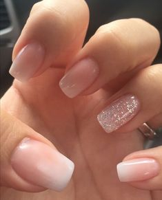 Semi-permanent varnish, false nails, patches: which manicure to choose? - My Nails Classy Nails, Stylish Nails, Simple Nails, Cute Nails, Pretty Nails, My Nails, Shiny Nails, Pale Pink Nails, Peach Nails
