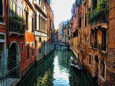 Venice Streets by AcemiTangocu.