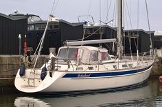Hallberg Rassy 43 MKI byggdes i 150 exemplar mellan 2001 till 2007 HR 43 har vunnit Yacht of the Year i Tyskland och pris för bästa mellanklass Cruiser i USA. Detta exemplar är i fint skick och har ...