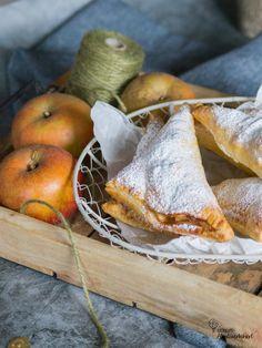 Schnelle Apfeltaschen – So geht's! – Patricia's Abenteuerkekserl Dessert, Bread, Food, Bakken, Simple, Deserts, Brot, Essen, Postres