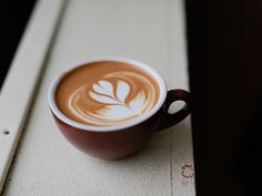 Slide Show - How to Draw a Tulip on Your Coffee