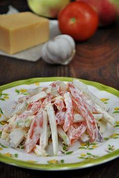 Впервые попробовала этот салат очень давно, когда ещё жила в Туркмении, в г.Туркменабат (бывший Чарджоу), в одном любимом нашем кафе, находящемся на берегу канала…