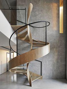 Лестница с тройной спиралью