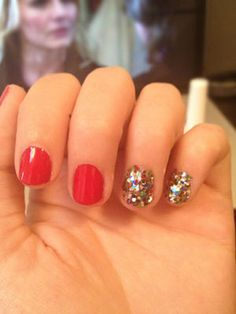 So in love with this double party nail idea for prom!