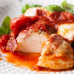 Kurczak w pomidorach z mozzarellą - Przepis Mozzarella, Cooking Recipes, Healthy Recipes, Healthy Food, Little Kitchen, Caprese Salad, Poultry, Chicken, Dinner