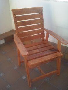 Mesa sal n mercedes realizada con madera de palets for Sillon terraza madera