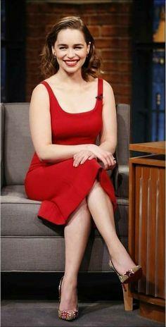 Game Of Thrones star Emilia Clarke channels Melisandre in red dress Emilia Clarke Sexy, Emilie Clarke, Mehndi Designs, Emilia Clarke Daenerys Targaryen, Game Of Thrones, Khal Drogo, Mother Of Dragons, Khaleesi, Beautiful Curves