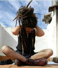 One big locks loving family! Use our hashtag for a chance to… Dread Braids, Dread Bun, Hippie Style, Mode Hippie, Dreadlock Styles, Dreads Styles, Dreadlock Hairstyles, Cool Hairstyles, Pelo Rasta