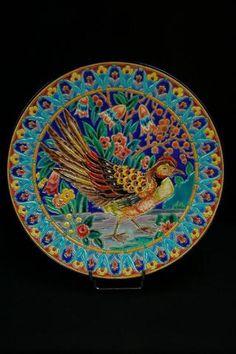Plat en émaux de Longwy décor de Galine diam. 31,5 cm