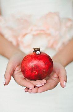 Pomegranate (Lola Elise) via Grey Likes Weddings)