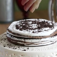 Hello, everyone. Here goes a delectable Oreo mille crepe cake for Oreo fans. 'Mille' means thousand in French. It's not 1000 but this incredible cake has many layers of very thin crepe with vanilla whipped cream and Oreo cookie crumbles in between. There is no reason to hesitate. It is no-bake, easy, and Oreo! Happy …
