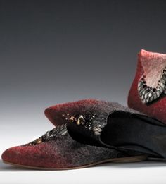 Wow look at the felted shoes. Going to try to felt a large purse as I have never done this before but, shoes, probably not in my lifetime.