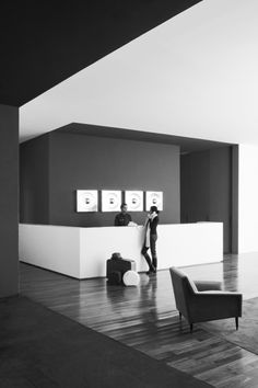 Lobby of the Distrito Capital Mexico hotel by French architect Joseph Dirand. Black And White Office, Black And White Design, Black White, Lobby Reception, Reception Design, Design Hotel, Hotel Interiors, Office Interiors, Df Mexico