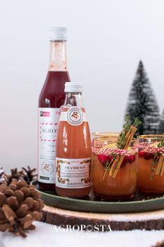 Herfst, winter, kerst en Oud&Nieuw. Tijd voor de feestdagen en daar horen lekkere cocktailrecepten bij. Weet jij nog niet welke cocktail jij gaat serveren tijdens het kerstdiner? Bekijk onze cocktailrecepten met alcohol. Kies voor een lekkere twist door toevoeging van één van onze limonadesiropen. #cocktailrecepten #agroposta #lemonade #kerst #christmas Hot Sauce Bottles, Fruit, Drinks, Food, Lavender Lemonade, Drinking, Beverages, Essen, Drink