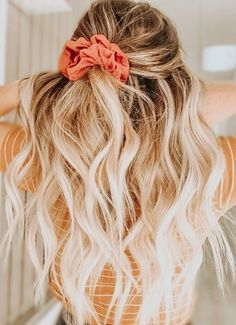 half up hair scrunchie hairstyles half up hairstyles guys hair vector hairstyles guys hairstyles to the back hairstyles into a bun hairstyles nigeria hairstyles extensions Pretty Hairstyles, Braided Hairstyles, Hairdos, Simple Hairstyles, Shaved Hairstyles, Hairstyles 2018, Vintage Hairstyles, Summer Hairstyles, Hair Inspo