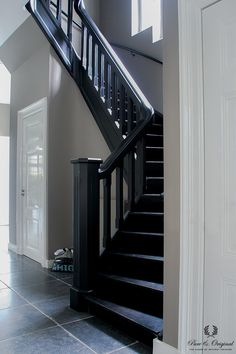 Floor Paint in the colour Black, lacquer Traditional Paint Silk White, classico Evening Shadow Black Staircase, Staircase Railings, Staircase Design, Stairways, Bannister, Painted Staircases, Painted Stairs, Open Trap, Le Logis