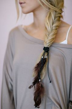 Feather Hair Tie, Ponytail Holders, Elastic, Boho Leather BROWN Hair Accessories with Layered Feathers, Fashion Hair Ties Boho Boho Hairstyles, Feathered Hairstyles, Teenage Hairstyles, Latest Hairstyles, Ponytail Hairstyles, Summer Hairstyles, Girly, Mode Turban, Cute Maxi Dress