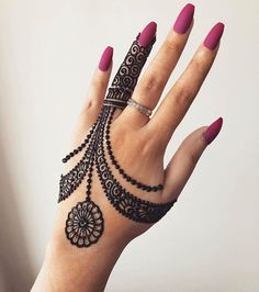 Mehndi is something that every girl want. Arabic mehndi design is another beautiful mehndi design. We will show Arabic Mehndi Designs. Henna Tattoo Designs Simple, Indian Henna Designs, Back Hand Mehndi Designs, Finger Henna Designs, Mehndi Designs For Beginners, Mehndi Designs For Girls, Modern Mehndi Designs, Mehndi Designs For Fingers, Latest Mehndi Designs