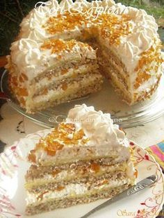 Tortul Egiptean un desert fabulos, pralinat, compus din 3 foi si 2 traturi cremoase diferite. Romanian Desserts, Romanian Food, Sweets Recipes, Cake Recipes, Cooking Recipes, 80s Party Foods, Little Cakes, Pastry Cake, Special Recipes