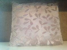 Vankúš dekoračný 40x40 cm, hnedý s potlačou listy
