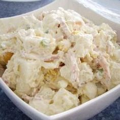 This potato salad is so tasty and will have everyone begging you for the recipe! Hard-boiled eggs, mayo, crispy bacon, and desiree potatoes combine for a creamy potato salad that's seasoned with garlic and spring onion. Southern Style Potato Salad, Classic Potato Salad, Creamy Potato Salad, Best Ever Potato Salad, Best Potato Salad Recipe, Salad Works, Christmas Lunch, Aussie Christmas, Australian Christmas