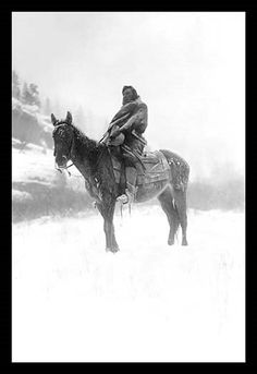 Edward Curtis photograph of Native man on horse in winter. Unsure of the tribe this man is from. Native American Pictures, Native American History, Native American Indians, Native Americans, Native American Decor, American Symbols, Document Iconographique, Les Scouts, Pierre Brice