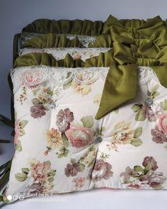 7 отметок «Нравится», 1 комментариев — АТЕЛЬЕ ТЕКСТИЛЬНЫХ ИЗДЕЛИЙ (@caterpillar.textile) в Instagram: «Детский комплект из 6 бортиков. Комбинированные тона компаньоны.  6 бортиков Простынь принт розы…»