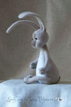 Needle felting by Irina Polyakova Needle felted hare. Needle Felted Animals, Felt Animals, Cute Baby Animals, Needle Felting, Wool Dolls, Felt Baby, Felt Hearts, Handmade Art, Doll Toys