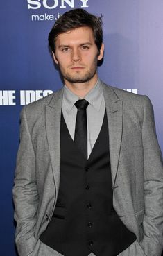 Hugo becker and leighton meester hookup