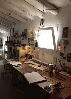 Art studio desk art studio desk best art desk ideas on craft station craf. Art Studio Design, Studio Art, Studio Desk, Paint Studio, Sweet Home, Atelier D Art, Interior And Exterior, Interior Design, Art Desk