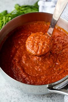 Homemade Spaghetti Sauce is so full of flavor and it's easy to make it in large batches for freezing or canning for easy make ahead meals. - May 26 2019 at Spaghetti Sauce From Scratch, Best Spaghetti Sauce, Spaghetti Recipes, Spaghetti Sauce For Canning, Spaghetti And Meatballs, Spaghetti Red Sauce Recipe, Easy Homemade Spaghetti Sauce, Homemade Marinara Sauce, Best Pasta Sauce Recipe