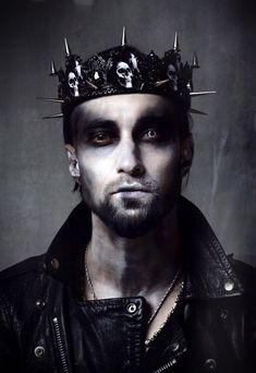 Unbelievable, Gothic photoshoot with 🔥🖤 Спасибо, что согласился 🙏 Очень круто! King And Queen Costume, King Costume, Costume Hats, Costumes, Demon Costume, Black Tiara, Male Crown, Gothic Crown, Fantasias Halloween