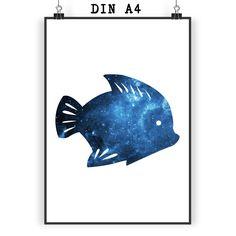 Poster DIN A4 Fisch aus Papier 160 Gramm  weiß - Das Original von Mr. & Mrs. Panda.  Jedes wunderschöne Motiv auf unseren Postern aus dem Hause Mr. & Mrs. Panda wird mit viel Liebe von Mrs. Panda handgezeichnet und entworfen.  Unsere Poster werden mit sehr hochwertigen Tinten gedruckt und sind 40 Jahre UV-Lichtbeständig und auch für Kinderzimmer absolut unbedenklich. Dein Poster wird sicher verpackt per Post geliefert.    Über unser Motiv Fisch  Da die Welt zu 70 % aus Wasser. Für…
