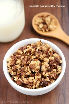 Chocolate Peanut Butter Granola -- only 4 ingredients, 145 calories & tastes like a Reese's PB cup!