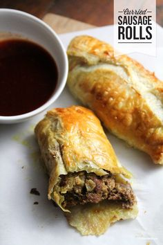 frozen puff pastry stuffed with seasoned ground beef Bet these are like empanadas. Sausage Recipes, Pork Recipes, Cooking Recipes, Mince Recipes, Savoury Recipes, Savory Snacks, Sandwich Recipes, Savory Pastry, Gastronomia