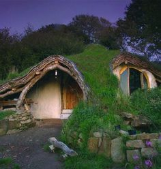 13 Hobbit Houses. You Won't Believe That People Actually Live In. - Hand-Built Earth Shelter in Wales
