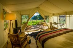 Love the great outdoors but also love your creature comforts? Glamping holidays could be for you. Check out these amazing glamping resorts around America.