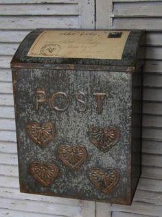 Poštovní schránka s patinou
