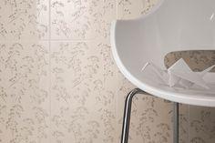 Sorenta/Sorro Bianco - płytki łazienkowe z motywem kwiatowym - Ceramika Paradyż