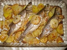 How to bake sea bass? Shellfish Recipes, Meat Recipes, Dinner Recipes, Baked Sea Bass, Turkish Kitchen, Turkish Recipes, Fish Dishes, Fish And Seafood, I Foods