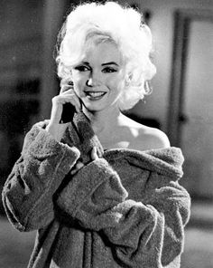 Marilyn Monroe on the Set Of Her Last, Unfinished Film . Hollywood Glamour, Classic Hollywood, Old Hollywood, Divas, Dean Martin, Photos Rares, Foto Portrait, Cinema Tv, Marilyn Monroe Photos