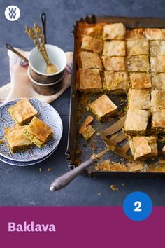 Baklava Baklava SmartPoints p.) is the sweet seduction of the Orient. The pastry is so easy to prepare and damn delicious! WW Germany (formerly Weight Watchers) Fudge Recipes, Ww Recipes, Dog Food Recipes, Dinner Recipes, Ww Desserts, Healthy Desserts, Dessert Recipes, Paleo Dessert, Salted Caramel Fudge