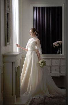 グランジュール ウエディングドレス 結婚式 Light weight ivory with a cape. Dresses Short, Modest Wedding Dresses, Designer Wedding Dresses, Bridal Dresses, Princess Wedding, Wedding Bride, Wedding Gowns, Pretty Dresses, Beautiful Dresses