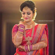 Stylish Wedding Hairstyle Ideas For Indian Bride - Indian Fashion Ideas Bridal Hairstyle Indian Wedding, Indian Bridal Photos, Indian Wedding Bride, Bridal Hair Buns, Bridal Hairdo, Indian Bridal Hairstyles, Indian Bridal Makeup, Bridal Photoshoot, Saree Wedding